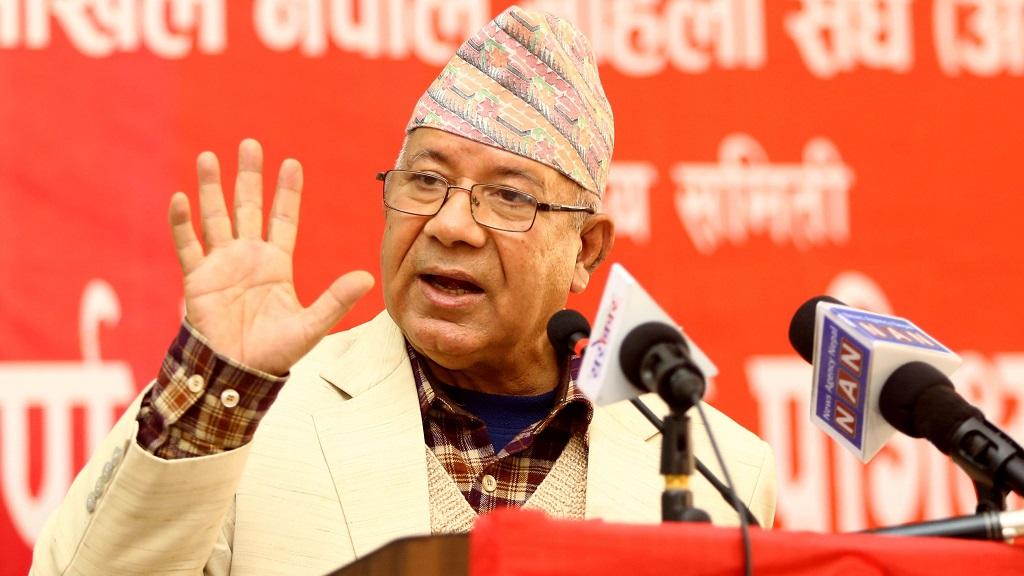 बालुवा पेलेर तेल निस्किनु र प्रधानमन्त्री ओली सुध्रिनु एउटै हो, एकता हुँदैन : माधवकुमार नेपाल