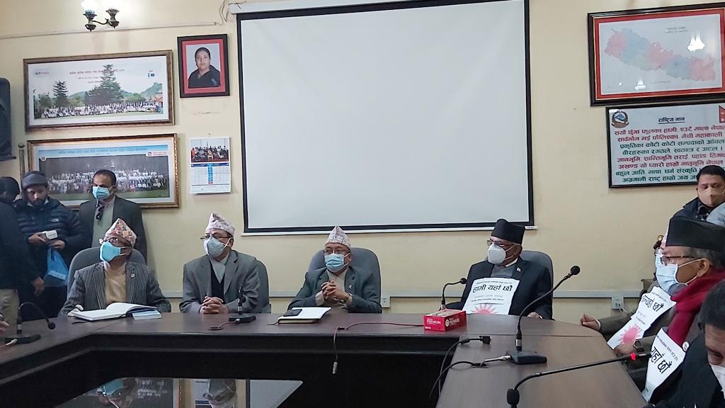 ३ सय १५ जनाको हस्ताक्षर बुझाउन आयोग पुग्याे प्रचण्ड–नेपाल पक्ष