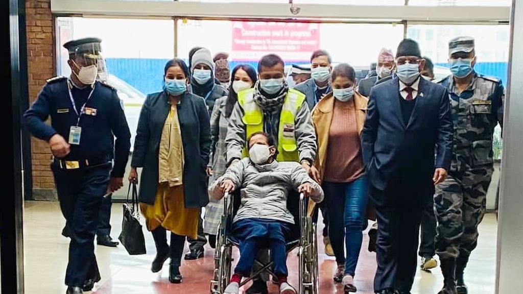 नेकपा अध्यक्ष प्रचण्ड पत्नी सीतालाई थप उपचारका लागि मुम्बई लगियो