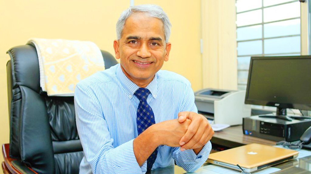 मुटु रोगीका 'भगवान' प्रा.डा. कोइरालाको पत्थरीको शल्यक्रिया
