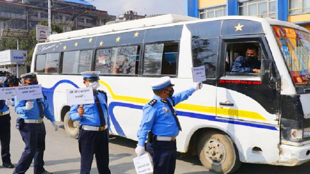 काठमाडौं उपत्यकामा सवारी चालक, सहचालक र यात्रुले मास्क अनिवार्य लगाउनुपर्ने