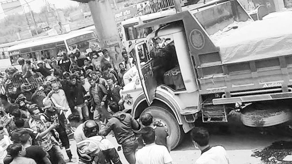 पेप्सीकोलामा टिपर र मोटरसाइकल दुर्घटना, एक जनाको मृत्यु, चालक प्रहरी नियन्त्रणमा