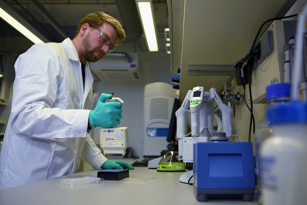 अमेरिकामा पहिलाे पटक मानिसमा कोरोनाविरूद्धकाे खोप परीक्षण गरिँदै