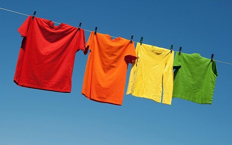कपडाको रंग उड्नबाट कसरी बचाउने ?