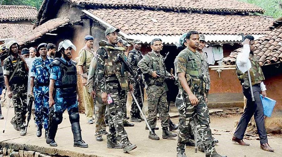 माओवादी विद्रोहीको हमलामा परी १७ भारतीय प्रहरीको मृत्यु