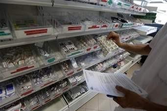 कोरोना संक्रमितलाई उपचार गर्न रोल्पा अस्पताललाई मेडिकल सामग्री हस्तान्तरण