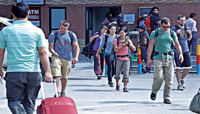 घर फर्किए ९ सय १३ विदेशी पर्यटक