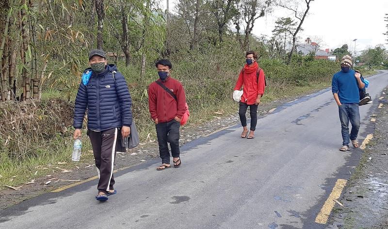 जुम्लाबाट राजापुर हिँडेका मजदूरको उद्धार