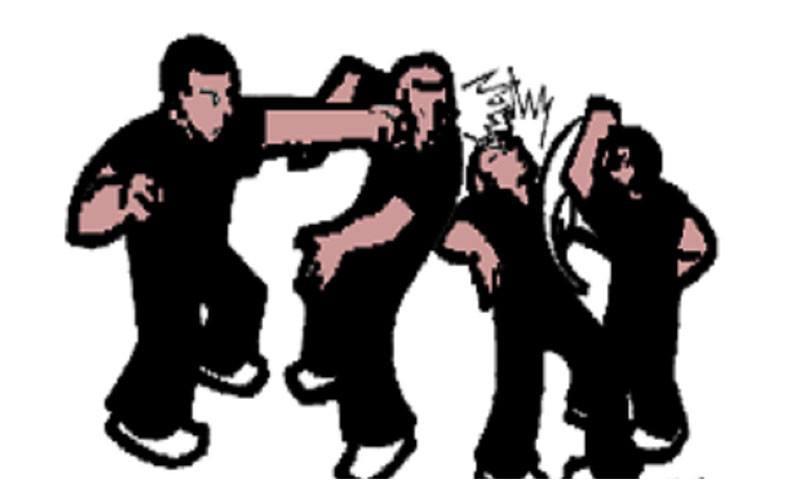 स्थानीयवासी र प्रहरीबीच झडप, चार जना घाइते