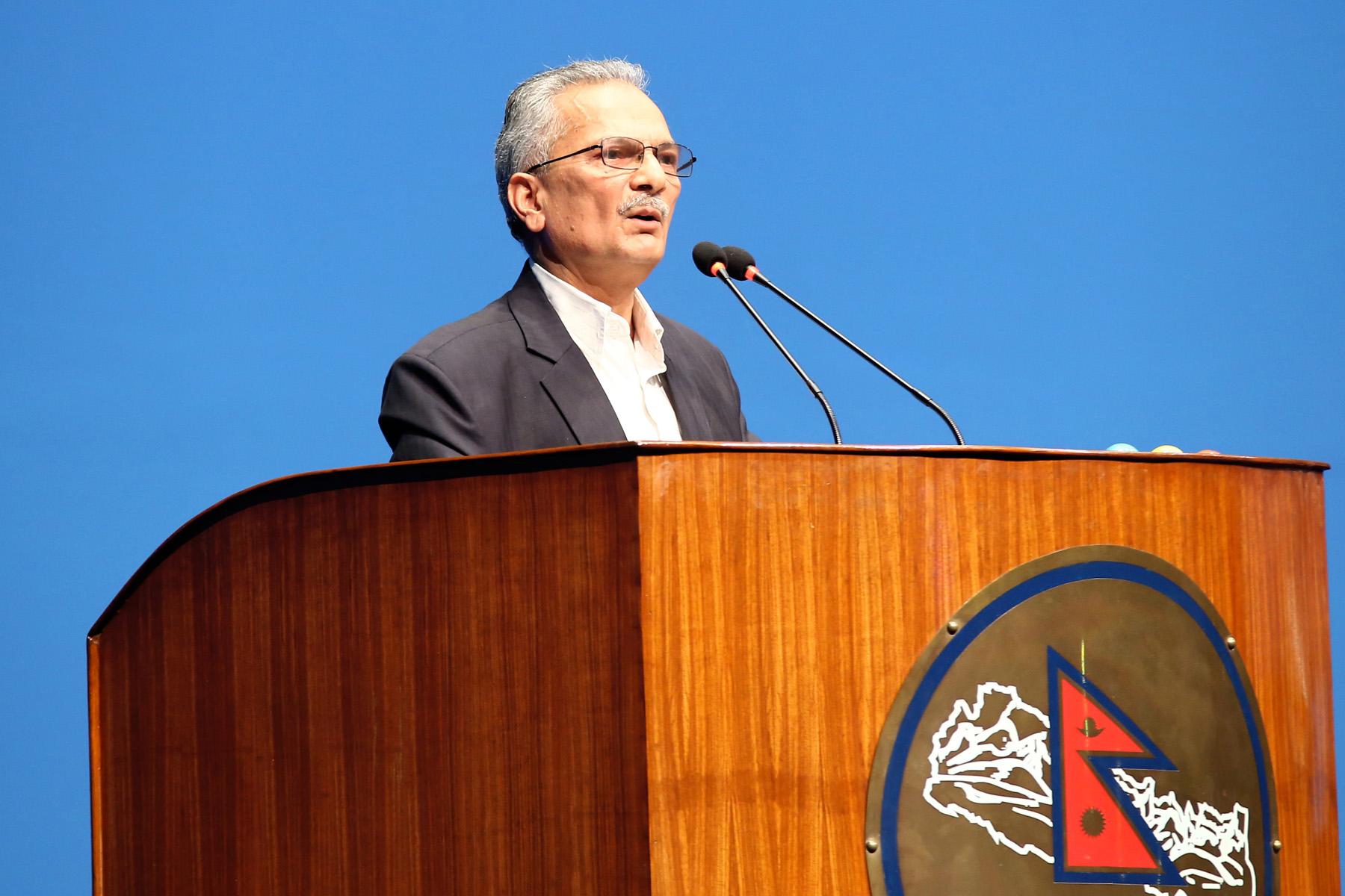 बाबुराम भट्टराईद्वारा प्रधानमन्त्रीको राजीनामा माग