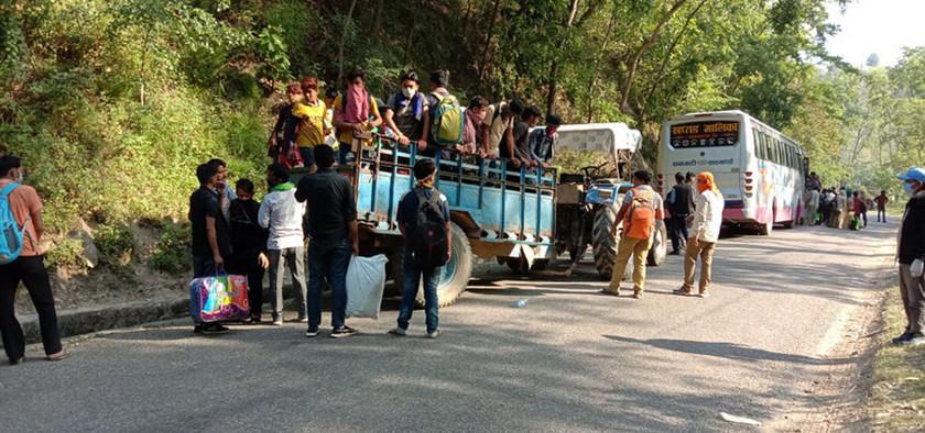 त्रिनगरबाट एकै दिन पाँच हजार नागरिक भित्रिए, थपिँदै चुनौती