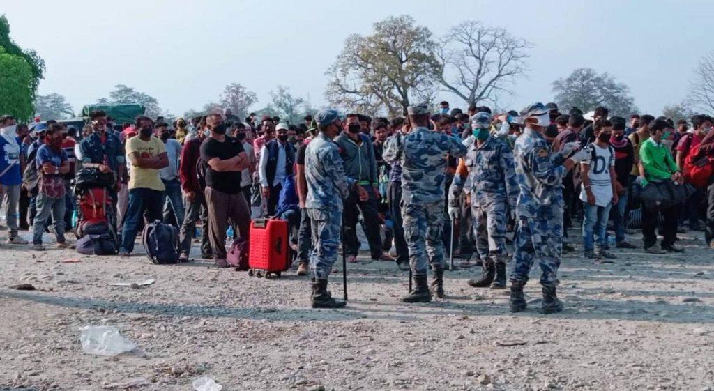 पश्चिमी सीमा नाका हुँदै एक हजार भारतीय नागरिक घरतर्फ लागे
