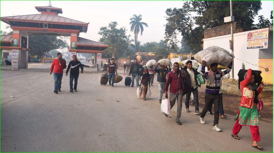 सीमा क्षेत्रको खबर : दिनहुँ हजारौं भित्रिन्छन्, स्वास्थ्य परीक्षण न्यून